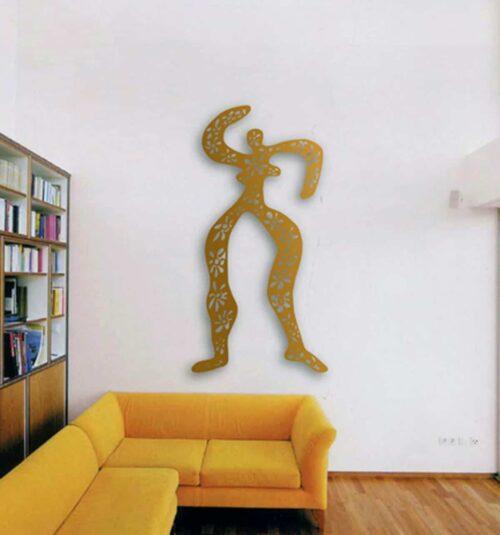 Wandskulptur aus Metall. Moderne Wanddekoration. Florales Wandobjekt.