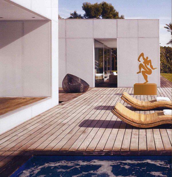 Moderne Kunst Skulptur aus Metall. Formschöne Metallkunst. Figur vom Künstler für den Garten. Rost Optik.